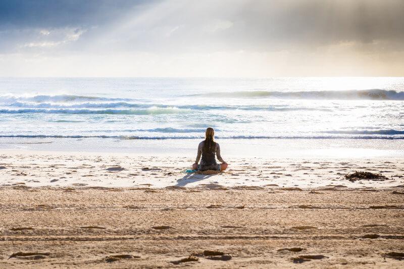 ビーチで瞑想