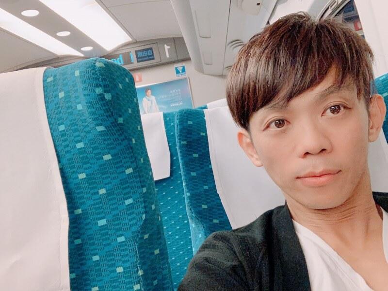 SATORU大阪へ新幹線の中の画像